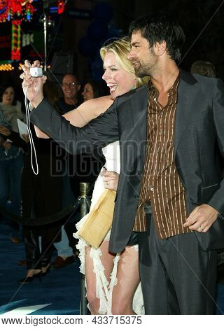 LOS ANGELES - APR 28: Rebecca Romijn and John Stamos arrives for the ÔX2: X-Men UnitedÕ Los Angeles Premiere on April 28, 2003 in Hollywood, CA
