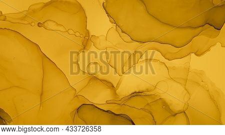 Gold Fluid Art. Abstract Liquid Wallpaper. Alcohol Ink Paint. Marble Painting. Fluid Art. Gradient F