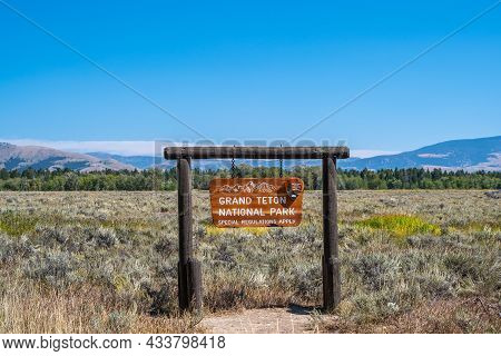 Grand Teton Np, Wy, Usa - Sept 5, 2020: A Welcoming Signboard At The Entry Point Of The Preserve Par