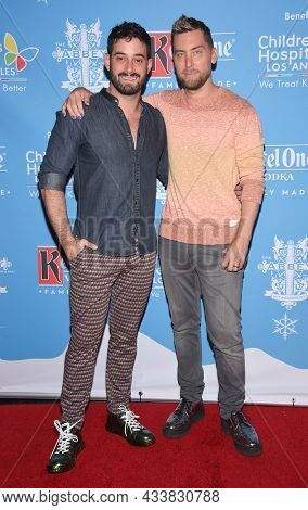 LOS ANGELES - SEP 21: Lance Bass and Michael Turchin arrives for the 16th Annual Christmas in September Benefit on September 21, 2021 in West Hollywood, CA
