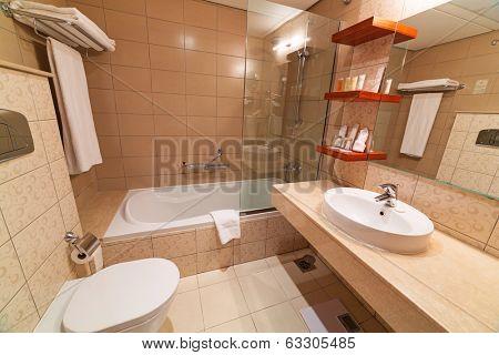 ABU DHABI, UAE - MARCH 25: Luxury bathroom of City Seasons Al Hamra Hotel in Abu Dhabi on 25 March 2014, UAE. City Seasons group owns 6 hotels in Abu Dhabi, Al Ain, Dubai and Muscat with 1300 rooms.