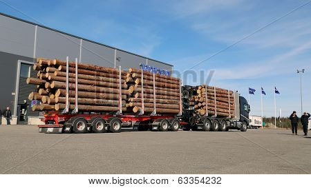 FH16 750 8X4 Woodpro Timber Hauler Truck
