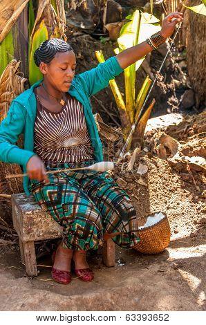Woman From The Tribe Dorze Spun Cotton .