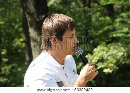 Deputy Dmitry Gudkov, speaking at a meeting of activists in Khimki forest