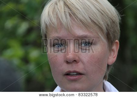 Policies Evgeniya Chirikova at the meeting of activists in Khimki forest