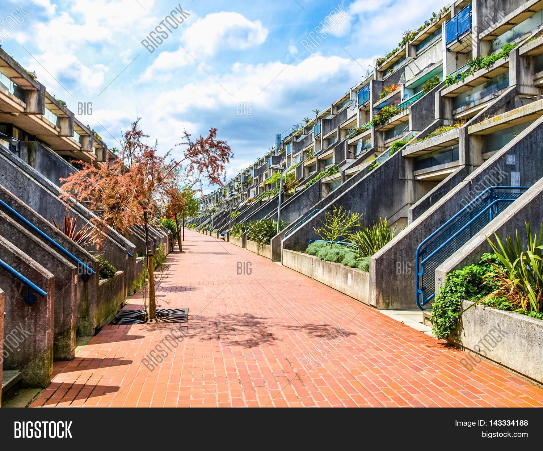 Resultado de imagem para Alexandra Road Estate / Neave Brown