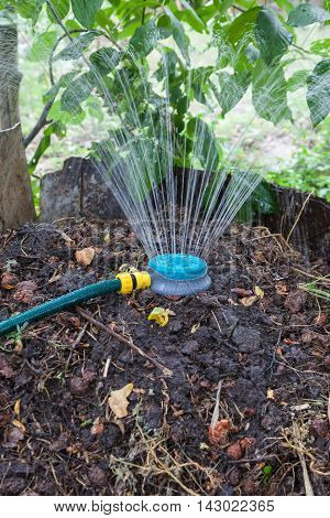 Humidification compost pile using the spray preparation of organic fertilizers