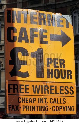 Internet Cafe This Way