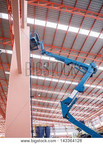 Self propelled scissor lift for maintenance factory