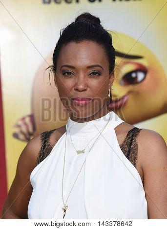 LOS ANGELES - AUG 09:  Aisha Tyler arrives to the