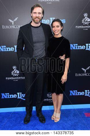 LOS ANGELES - AUG 01:  Teddy Sears & Milissa Skoro arrives to the