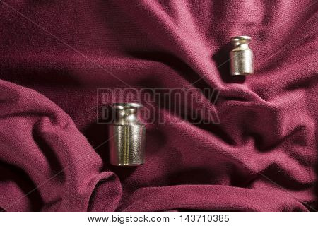 Determinants of weight on the fabric burgundy