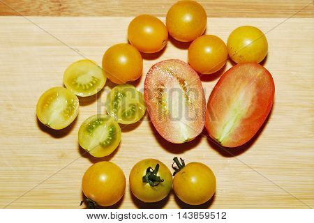 This vegetarian food. Tomat cherry, radish, ripe.
