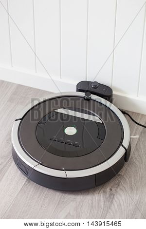 robotic vacuum cleaner charging battery smart cleaning technology