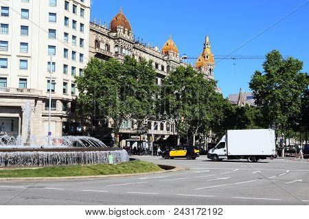 Barcelona, Spain - May 12, 2017: This Is A Crossroads On Passeig De Gracia Overlooking The Art Nouve
