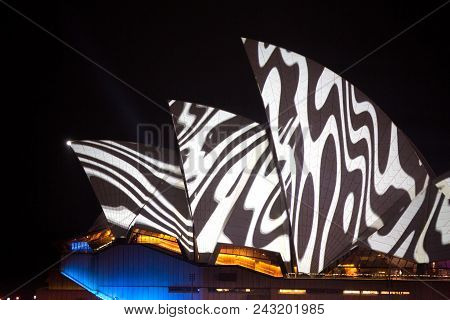 Vivid Sydney - Opera House Swirl Patterns
