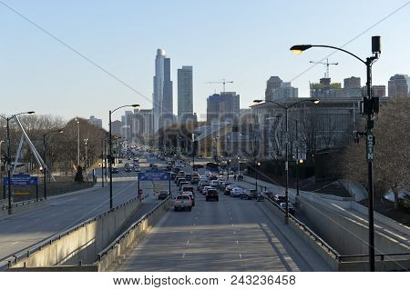Chicago, Usa - March 14, 2018: Transit On The Expressway To The Lake Shore