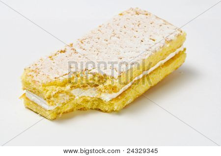 Lifted Sponge Cookie With Skimming Filling Bite