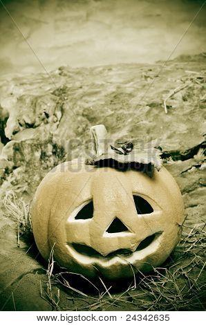 Close de um Lantern na paisagem assustador de Halloween