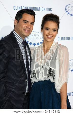 .LOS ANGELES - OCT 14:  Cash Warren, Jessica Alba arriving at the Clinton Foundation