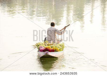 Local People Use Shikara, A Small Boat For Transportation In The Dal Lake Of Srinagar, Jammu And Kas
