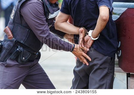 Police Steel Handcuffs,police Arrested,professional Police Officer Has To Be Very Strong,officer Arr