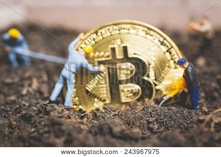 Miniature People : Worker Team Digging Ground To Uncover Big Shiny Bitcoin