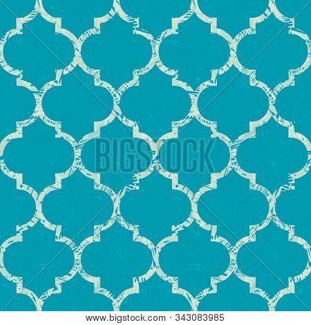 Beautiful Grunge Textured White Morrocan Trellis Design. Seamless Oriental Vector Pattern On Painter