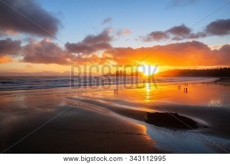 Long Beach, Near Tofino And Ucluelet In Vancouver Island, Bc, Canada. Beautiful View Of A Sandy Beac