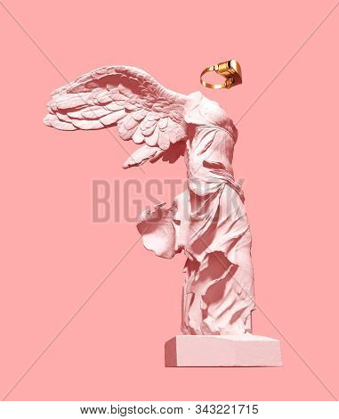 3d Model Of Winged Victory And Golden Vr Glasses On Pink Background. 3d Illustration.