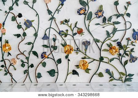 Abu Dhabi, Uae - December 31, 2019: Wall Decorated With Flowers Inside Of The Sheikh Zayed Grand Mos