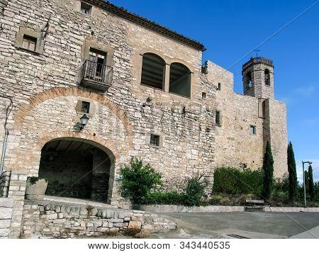 Spain, Montfalco Murallat - October 10, 2018: Arched Entrance To Montfalco Murallat Mediaeval Villag