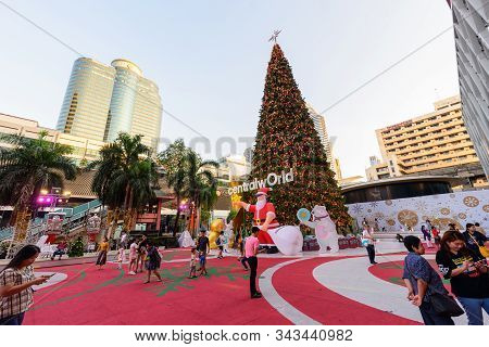 Bangkok , Thailand -  4 Jan, 2020 :chirstmas Tree At Front Side Of Central World Shopping Mall