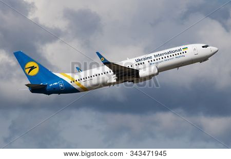 Budapest / Hungary - May 15, 2018: Ukraine International Airlines Boeing 737-800 Ur-psx Passenger Pl