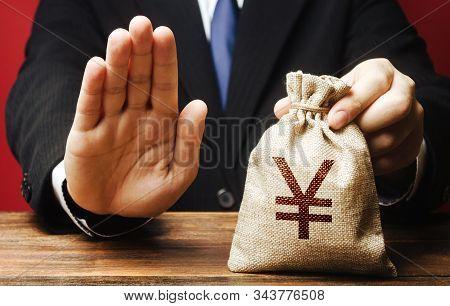 Businessman Refuses To Give Yen Yuan Money Bag. Refusal To Grant Loan Mortgage, Bad Credit History.
