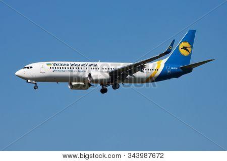 Amsterdam / Netherlands - April 15, 2015: Ukraine International Airlines Boeing 737-800 Ur-psf Passe