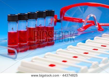Conjunto de muestras de sangre para microscopia y tejido de la biopsia