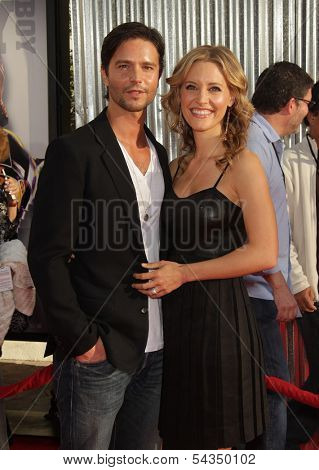LOS ANGELES - OCT 02:  KaDee Strickland & Jason Behr arrives to the