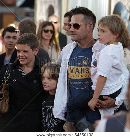 LOS ANGELES - OCT 02:  Natalie Maines, Adrian Pasdar & Kids arrives to the