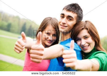 Happy Friends Giving Okey Sign