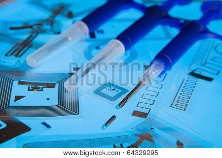RFID implantation syringes and RFID tags