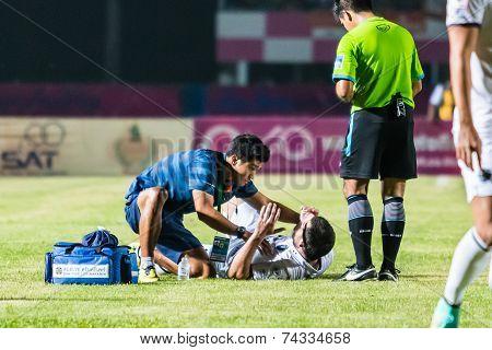 Sisaket Thailand-october 15: First Aid Team Of Buriram Utd. (blue) In Action During Thai Premier Lea