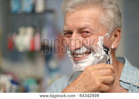 man shaving in bath