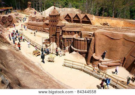 Dalat, Vietnam Tourism, Sculpture Tunnel