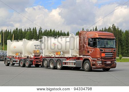 Scania R520 Euro 6 Tank Truck On The Go