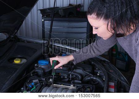 Distressed woman repair broken car need help