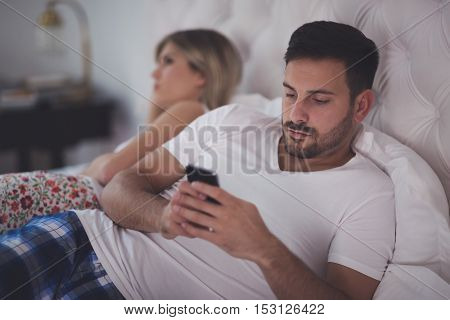 Smartphone obsession causing big problems in marriages