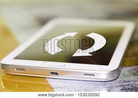 The arrows on the cell phone screen . The concept of updating web pages .