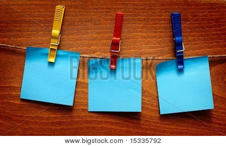 blank note papers on wooden background