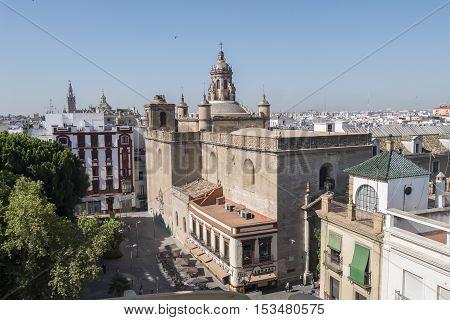Church of the Annunciation Giralda and Seville Cathedal in the background Seville Spain. Iglesia de la Anunciación Giralda y catedral de Sevilla al fondo Sevilla España